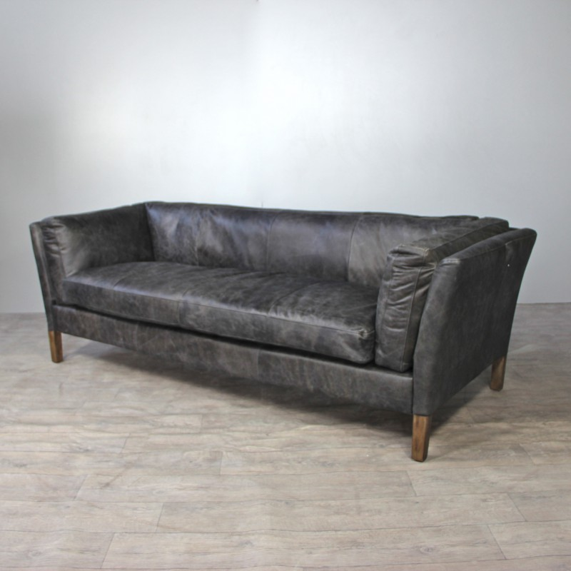 vintage graue leder sofa mit zwei alte graue leder aviator sessel. Black Bedroom Furniture Sets. Home Design Ideas