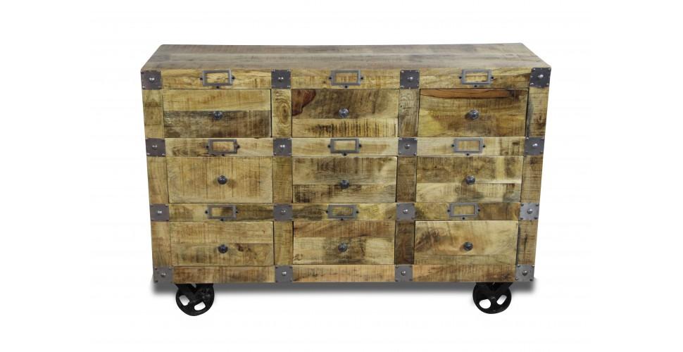 commode vintage en bois patin et m tal vieilli. Black Bedroom Furniture Sets. Home Design Ideas