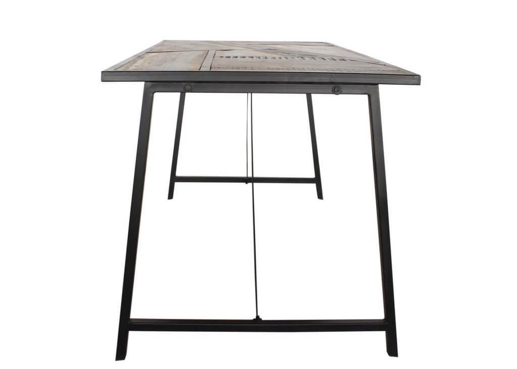 esstisch mit dreieckigen ausschnitten auf dem bunte. Black Bedroom Furniture Sets. Home Design Ideas